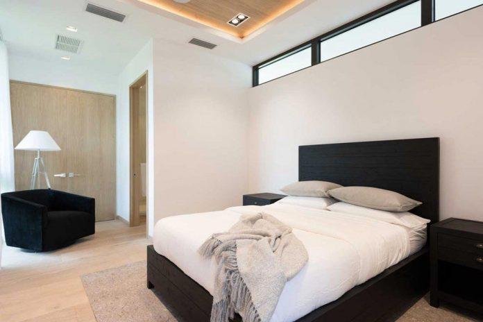 todd-michael-glaser-designed-contemporary-waterfront-villa-miami-beach-20