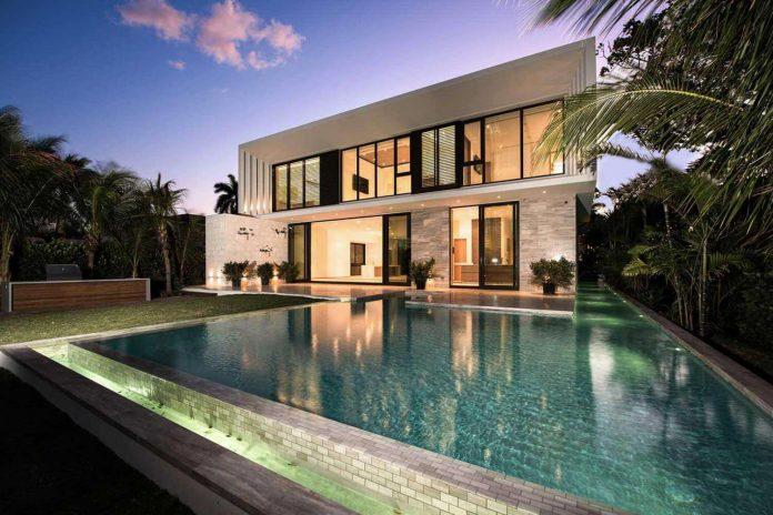 todd-michael-glaser-designed-contemporary-waterfront-villa-miami-beach-22