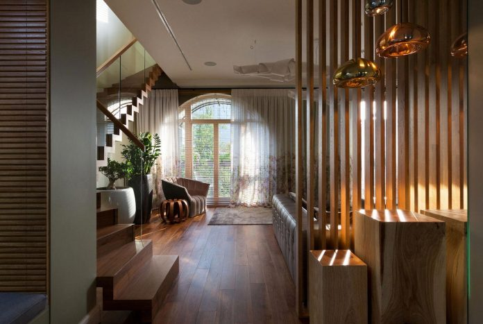 two-level-chic-apartment-located-historic-building-center-kiev-03