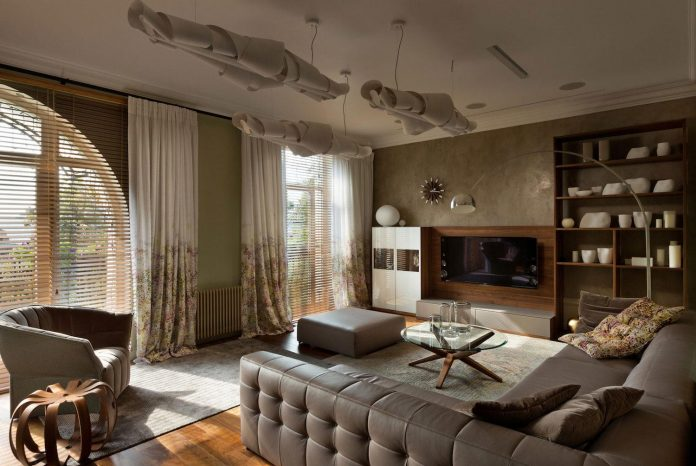 two-level-chic-apartment-located-historic-building-center-kiev-04