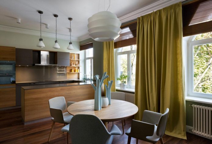 two-level-chic-apartment-located-historic-building-center-kiev-13