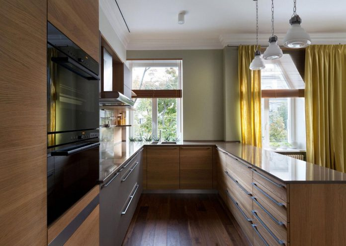 two-level-chic-apartment-located-historic-building-center-kiev-14