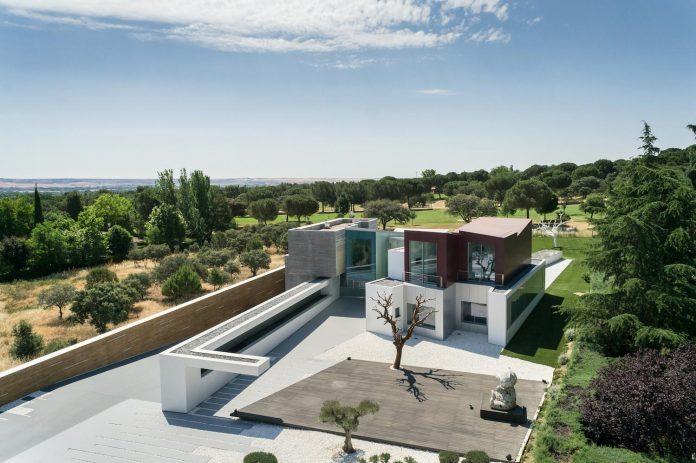 ultramodern-huge-home-exclusive-area-madrid-designed-well-known-international-sportsman-01