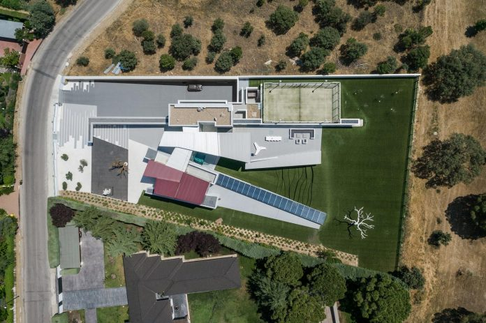 ultramodern-huge-home-exclusive-area-madrid-designed-well-known-international-sportsman-02