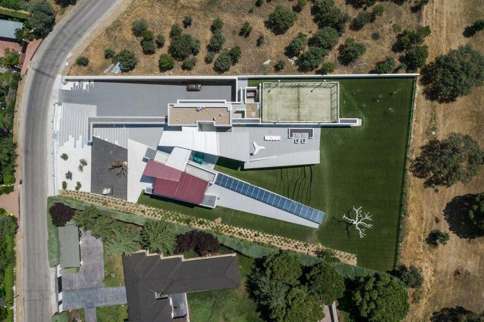 ultramodern-huge-home-exclusive-area-madrid-designed-well-known-international-sportsman-02
