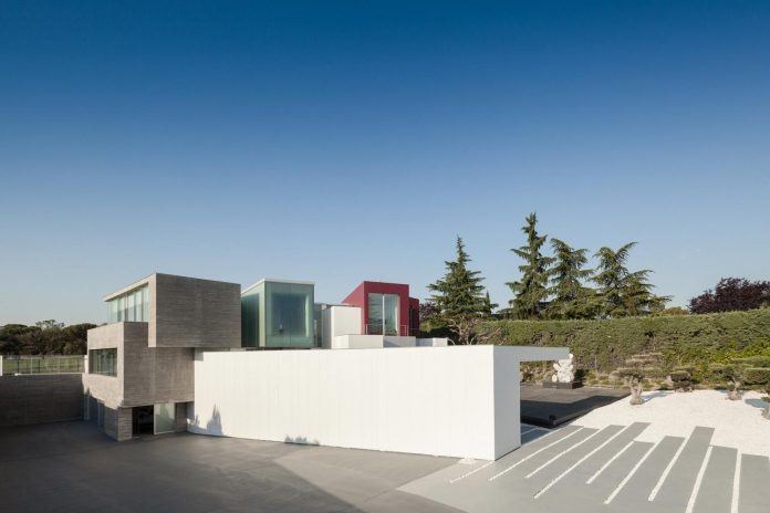 ultramodern-huge-home-exclusive-area-madrid-designed-well-known-international-sportsman-04
