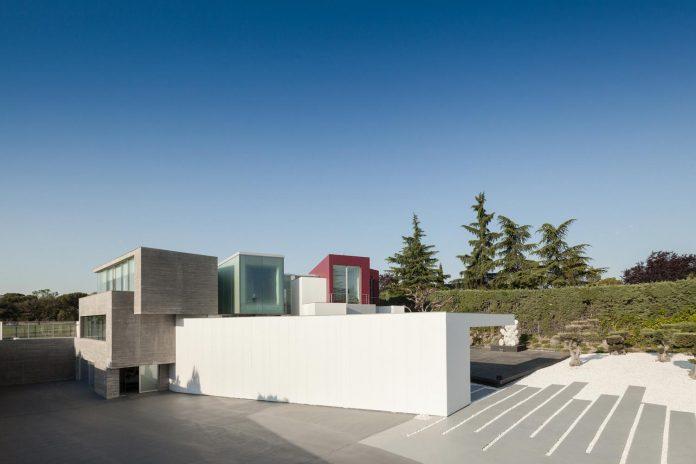 ultramodern-huge-home-exclusive-area-madrid-designed-well-known-international-sportsman-04