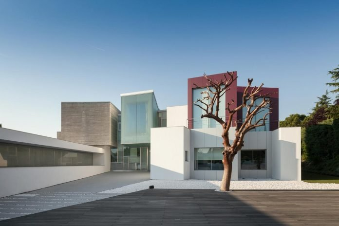 ultramodern-huge-home-exclusive-area-madrid-designed-well-known-international-sportsman-05