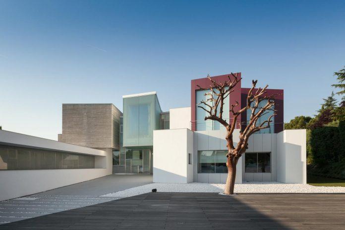 ultramodern-huge-home-exclusive-area-madrid-designed-well-known-international-sportsman-05
