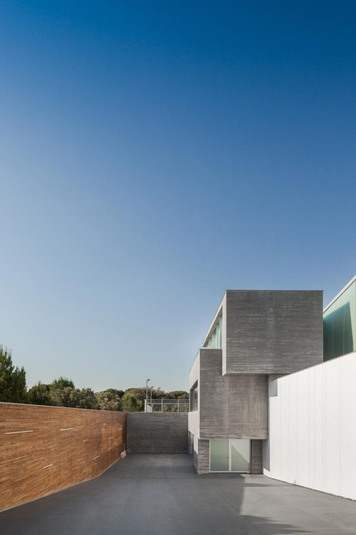 ultramodern-huge-home-exclusive-area-madrid-designed-well-known-international-sportsman-06