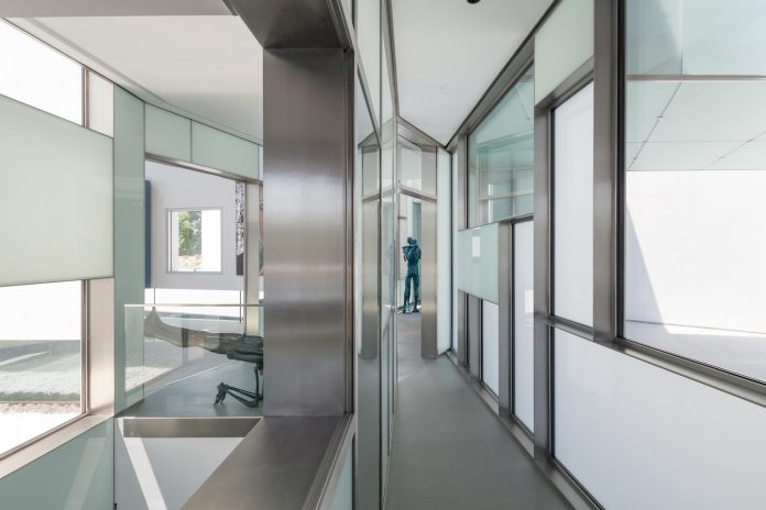 ultramodern-huge-home-exclusive-area-madrid-designed-well-known-international-sportsman-07