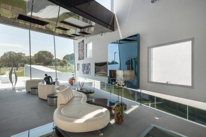 ultramodern-huge-home-exclusive-area-madrid-designed-well-known-international-sportsman-08