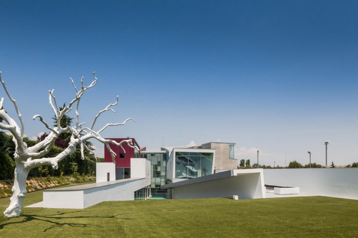 ultramodern-huge-home-exclusive-area-madrid-designed-well-known-international-sportsman-09