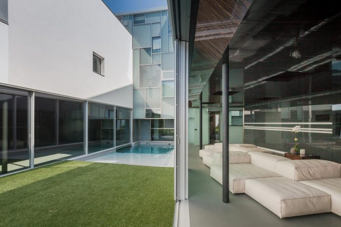 ultramodern-huge-home-exclusive-area-madrid-designed-well-known-international-sportsman-12