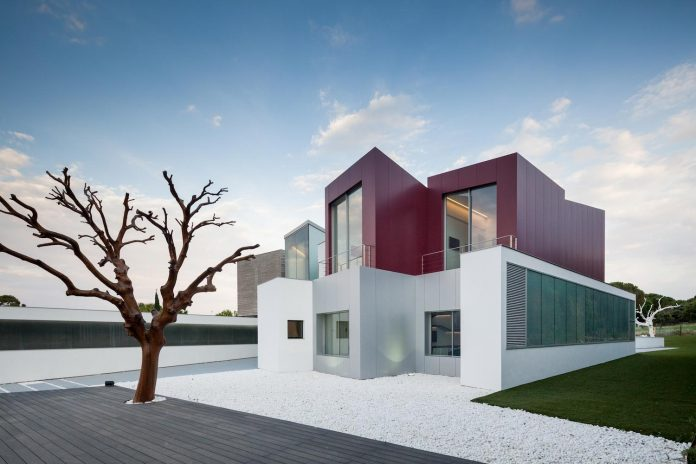 ultramodern-huge-home-exclusive-area-madrid-designed-well-known-international-sportsman-14
