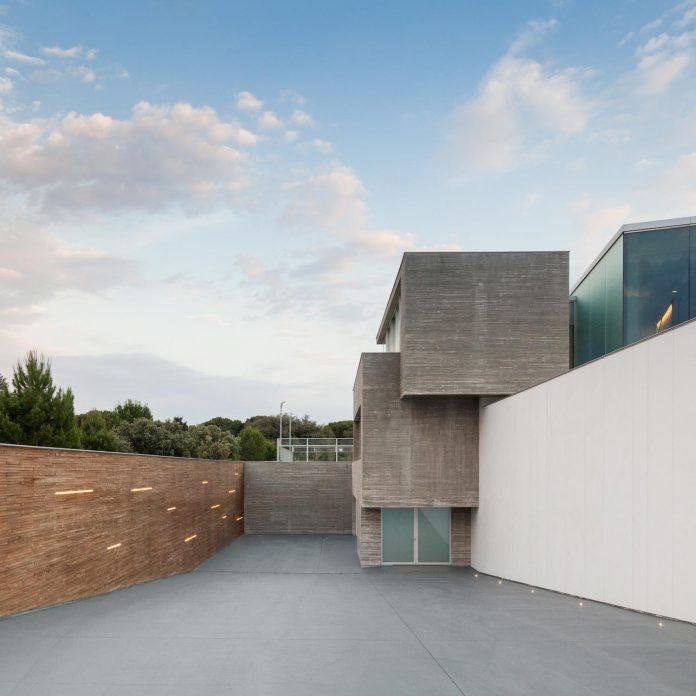 ultramodern-huge-home-exclusive-area-madrid-designed-well-known-international-sportsman-15