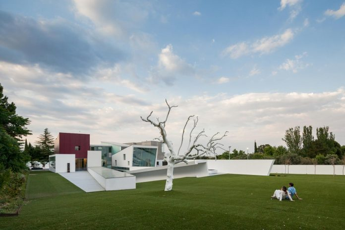 ultramodern-huge-home-exclusive-area-madrid-designed-well-known-international-sportsman-16