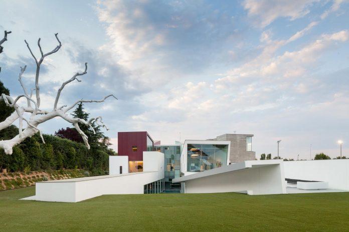ultramodern-huge-home-exclusive-area-madrid-designed-well-known-international-sportsman-17
