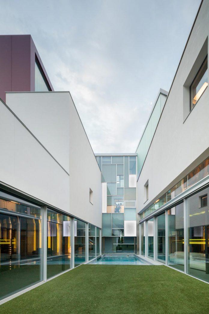 ultramodern-huge-home-exclusive-area-madrid-designed-well-known-international-sportsman-18