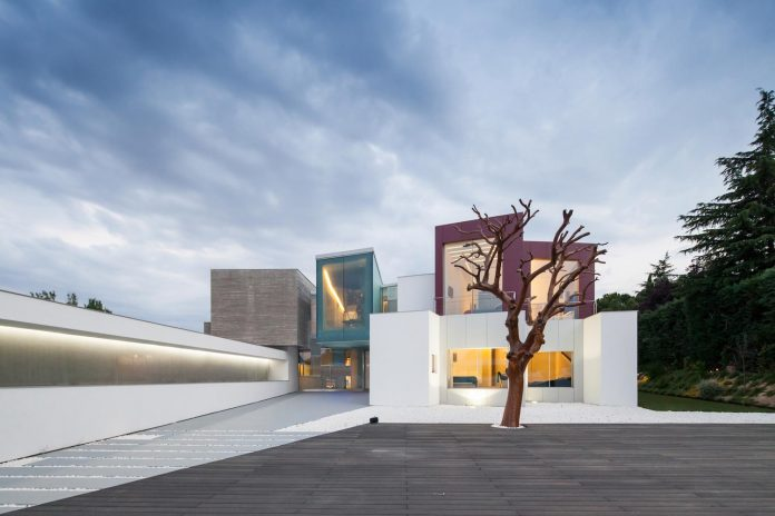 ultramodern-huge-home-exclusive-area-madrid-designed-well-known-international-sportsman-19