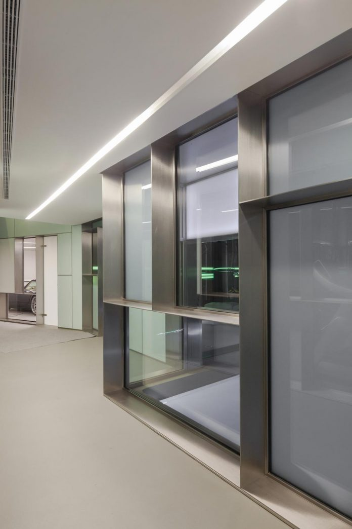 ultramodern-huge-home-exclusive-area-madrid-designed-well-known-international-sportsman-20