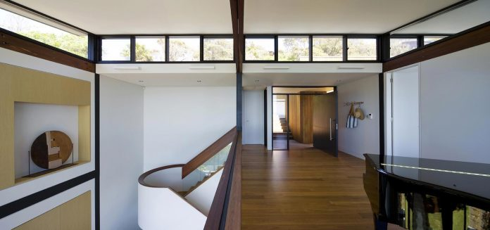 use-steel-glass-recycled-timbers-creates-modern-home-feels-calm-confident-08