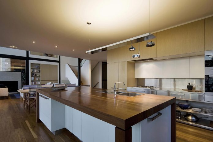 use-steel-glass-recycled-timbers-creates-modern-home-feels-calm-confident-11