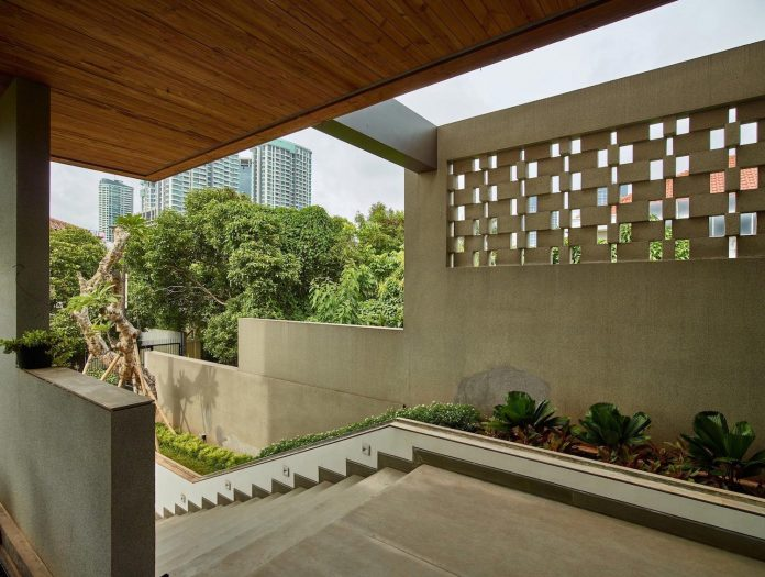 wirawan-tropical-open-house-designed-raw-architecture-02