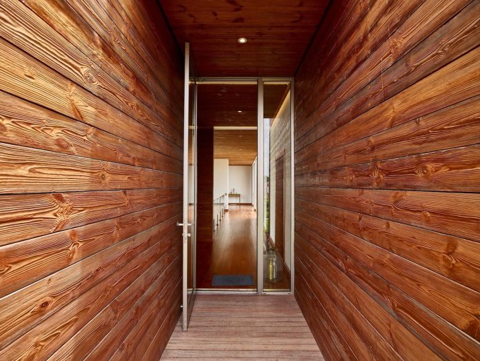wirawan-tropical-open-house-designed-raw-architecture-03