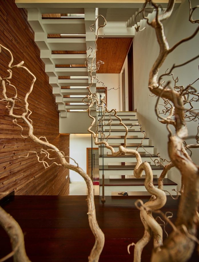 wirawan-tropical-open-house-designed-raw-architecture-05