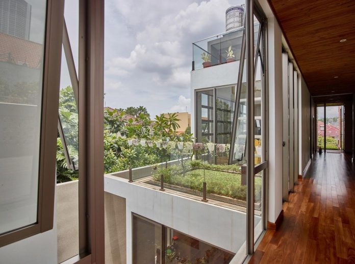 wirawan-tropical-open-house-designed-raw-architecture-09