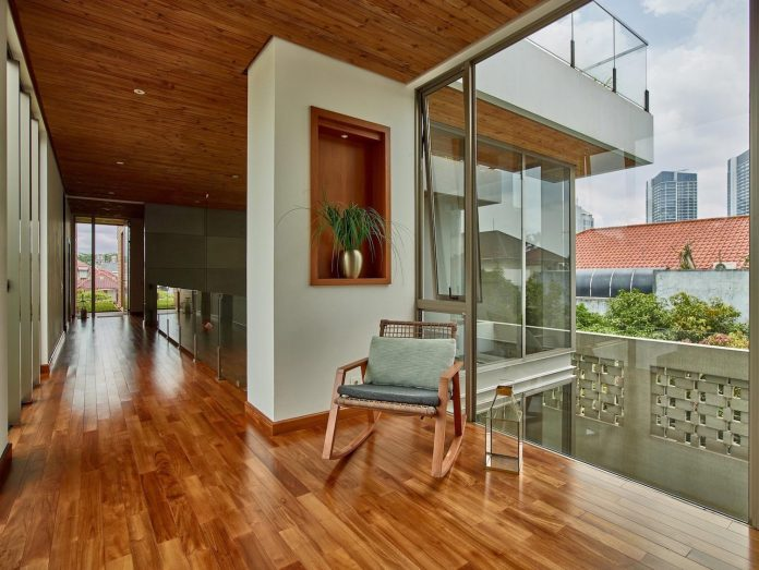 wirawan-tropical-open-house-designed-raw-architecture-10