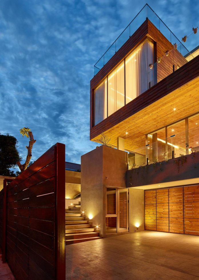 wirawan-tropical-open-house-designed-raw-architecture-12