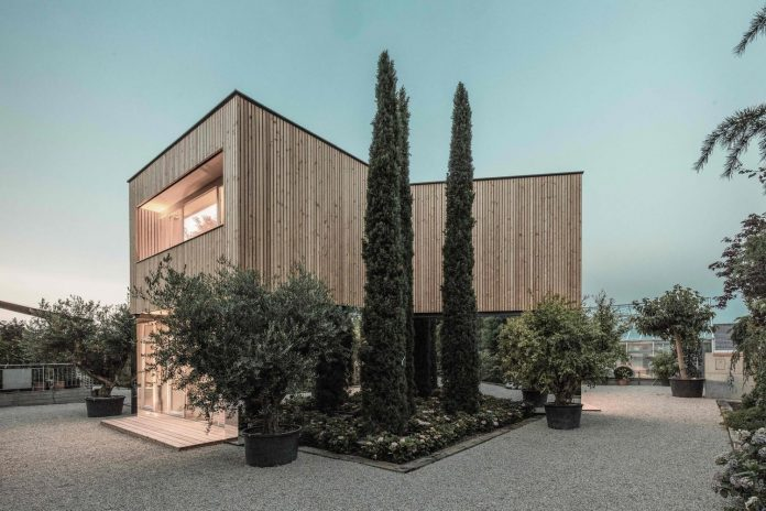 52-cubic-wood-material-innocent-never-architect-02