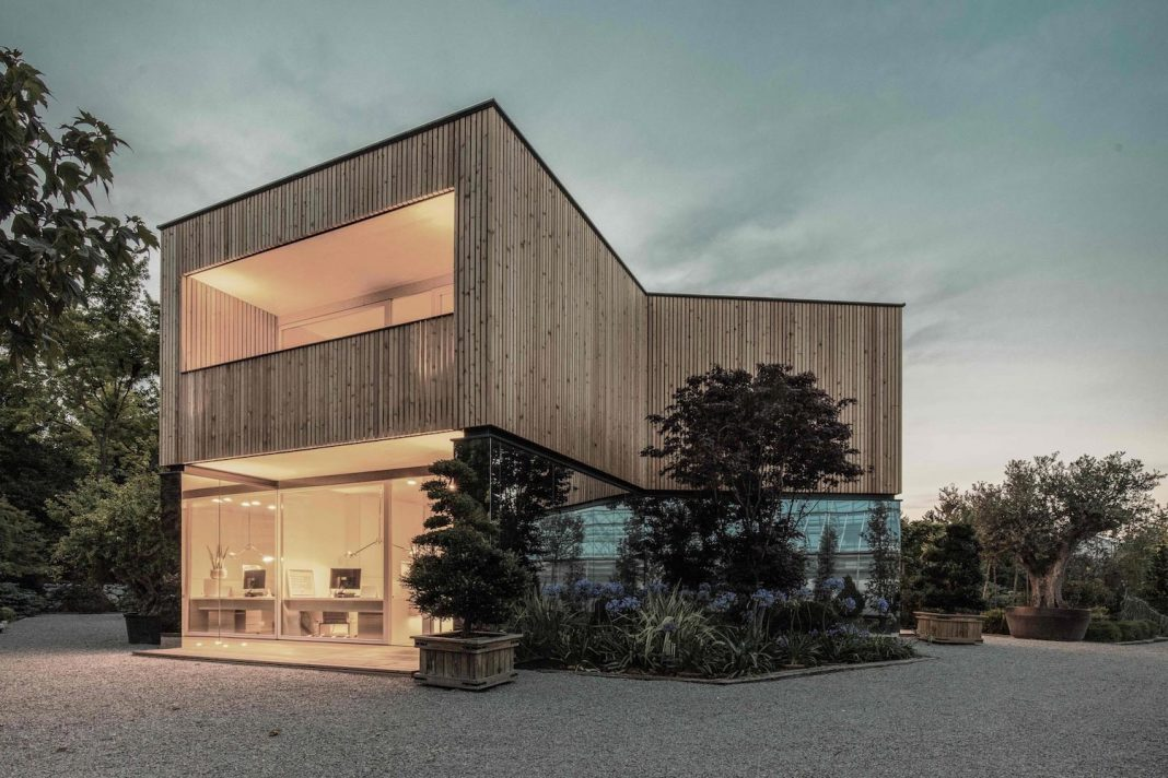 52 cubic wood: the material is innocent, but never is the architect