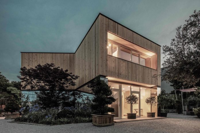 52-cubic-wood-material-innocent-never-architect-04