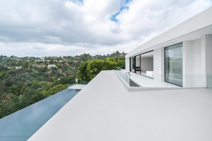 5500sf-ground-beverly-hills-home-located-crest-benedict-canyon-hillsides-09
