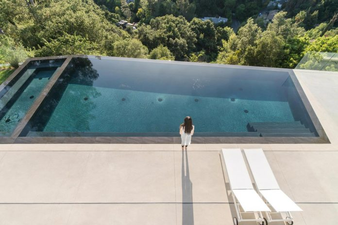 5500sf-ground-beverly-hills-home-located-crest-benedict-canyon-hillsides-10