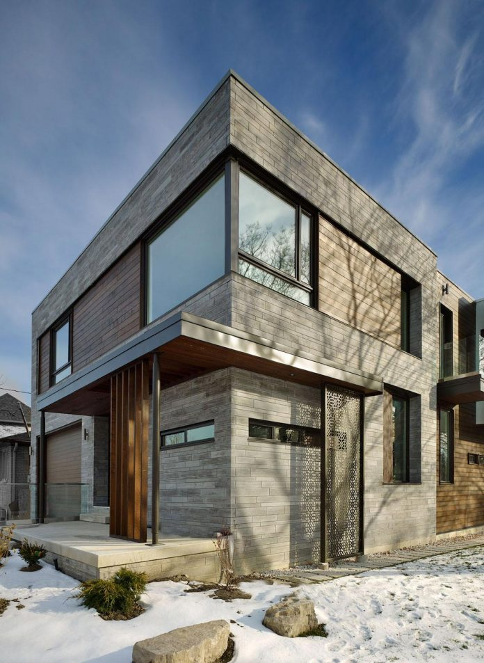 alva-roy-architects-design-garden-void-single-family-two-story-house-toronto-canada-02