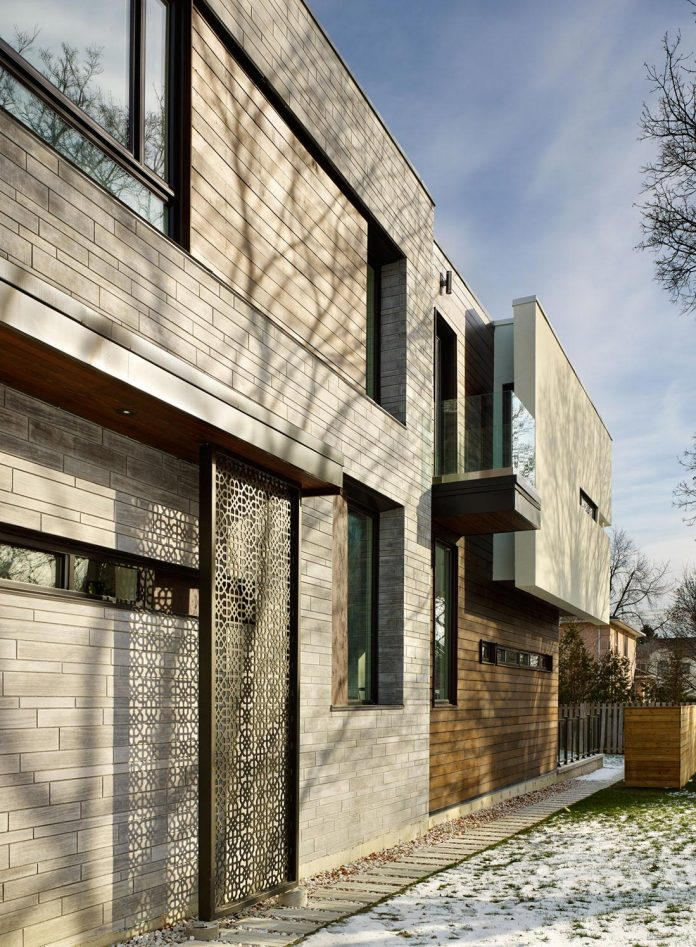 alva-roy-architects-design-garden-void-single-family-two-story-house-toronto-canada-03