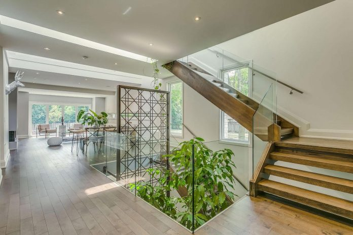 alva-roy-architects-design-garden-void-single-family-two-story-house-toronto-canada-07
