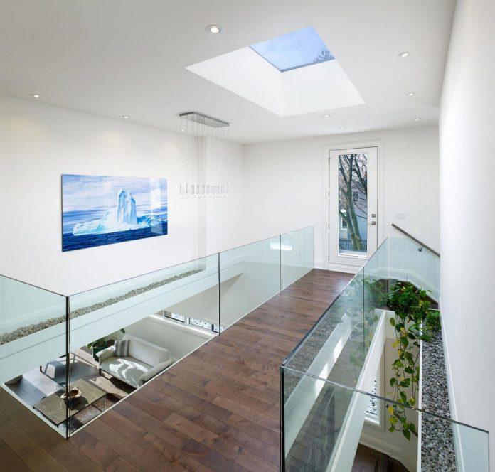 alva-roy-architects-design-garden-void-single-family-two-story-house-toronto-canada-08