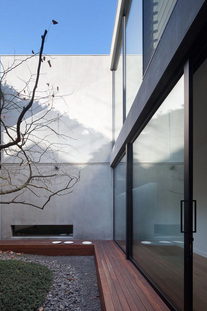 behind-unassuming-facade-courtyard-house-opens-reveal-pared-back-design-response-mixed-luxurious-materials-practical-detailing-01