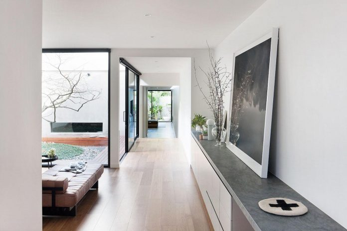 behind-unassuming-facade-courtyard-house-opens-reveal-pared-back-design-response-mixed-luxurious-materials-practical-detailing-09