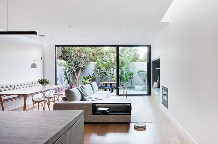 behind-unassuming-facade-courtyard-house-opens-reveal-pared-back-design-response-mixed-luxurious-materials-practical-detailing-10