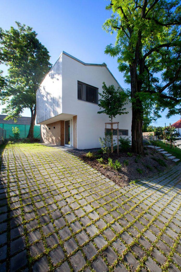 calvary-family-residence-designed-architekti-sercel-svec-04