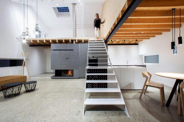 calvary-family-residence-designed-architekti-sercel-svec-11