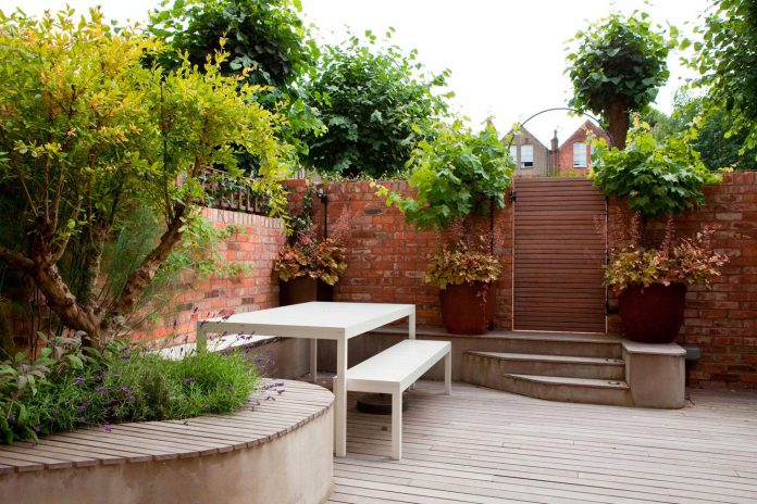 canfield-gardens-townhouse-designed-unique-take-minimalism-01