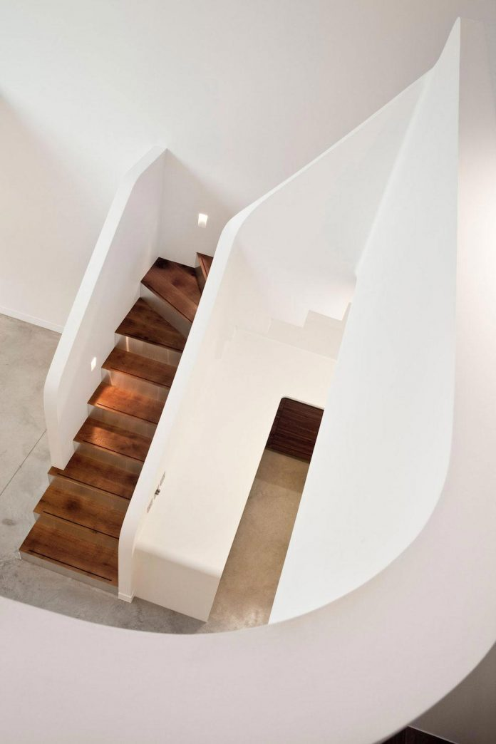 canfield-gardens-townhouse-designed-unique-take-minimalism-08