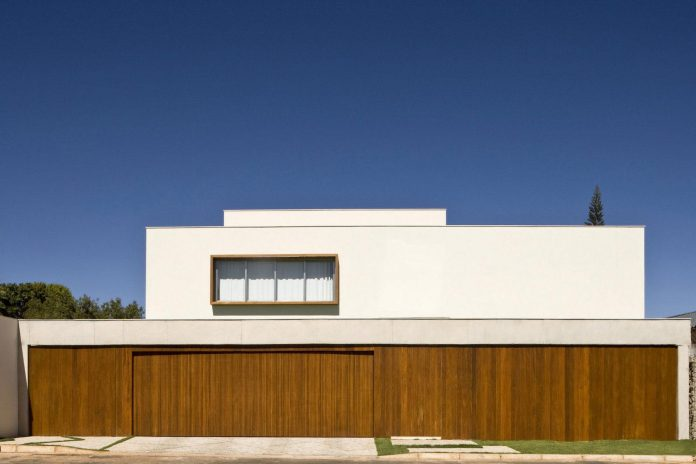 casa-jones-located-near-city-center-brasilia-provides-great-interaction-nature-01